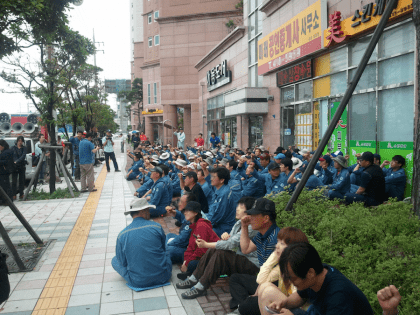 1024px Workers of Hanjin Heavy Industries in 2011 420x315 1608176417 - The Welder Who Helped Bring Democracy to South Korea