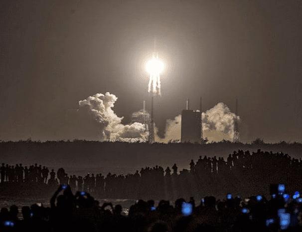 1606859183 14 1606923850 - China Shoots the Moon