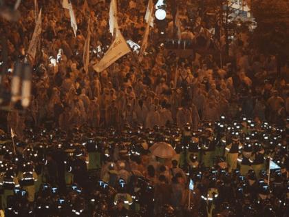 police block demonstrators 420x315 1608176417 - The Welder Who Helped Bring Democracy to South Korea